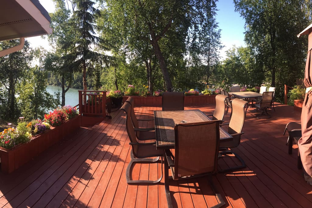 1500 sq ft deck to enjoy out doors