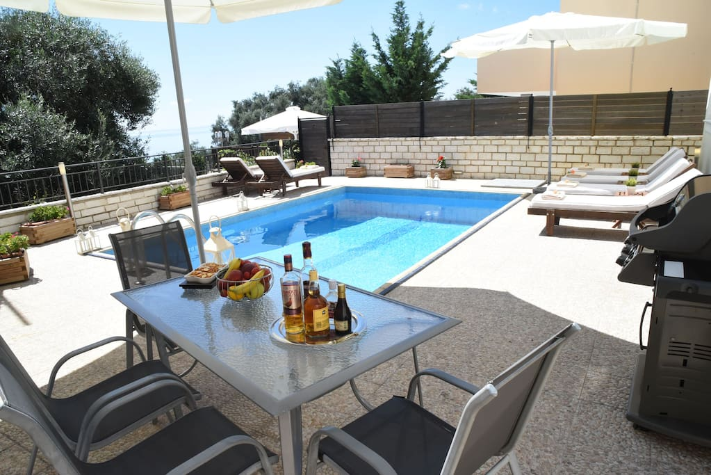 BBQ-private swimming pool, sea-view