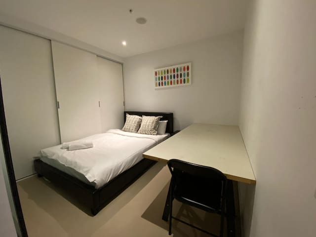 Affordable bedroom in Melbourne CBD!