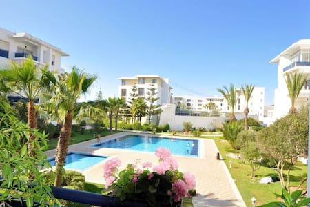 Magnifique appartement avec piscine et jardin.🌳🏊