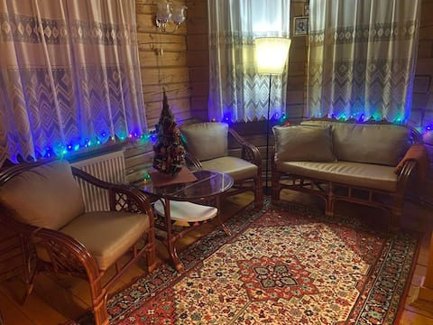Маленький уютный домик на новогодние праздники