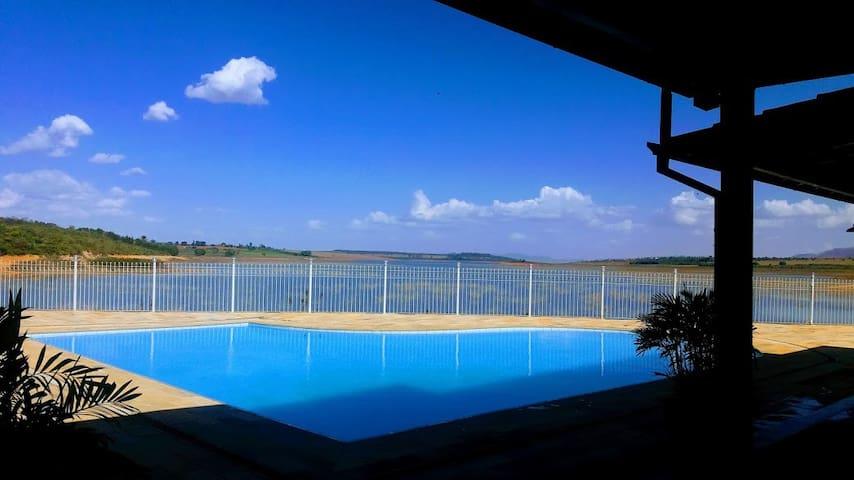 Paraíso  às margens da represa de Furnas