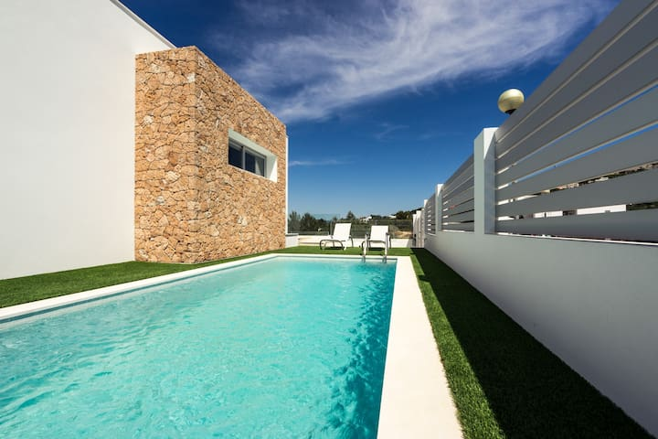 Minimal Design Villa with Pool for 8 Guests - Santa Eulària des Riu - Villa