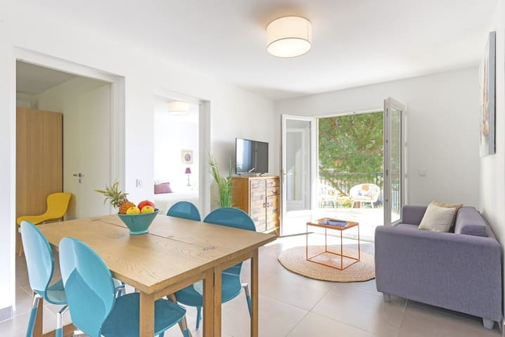 Apartment T3 with sea view terrace / parking / sleeps 4
