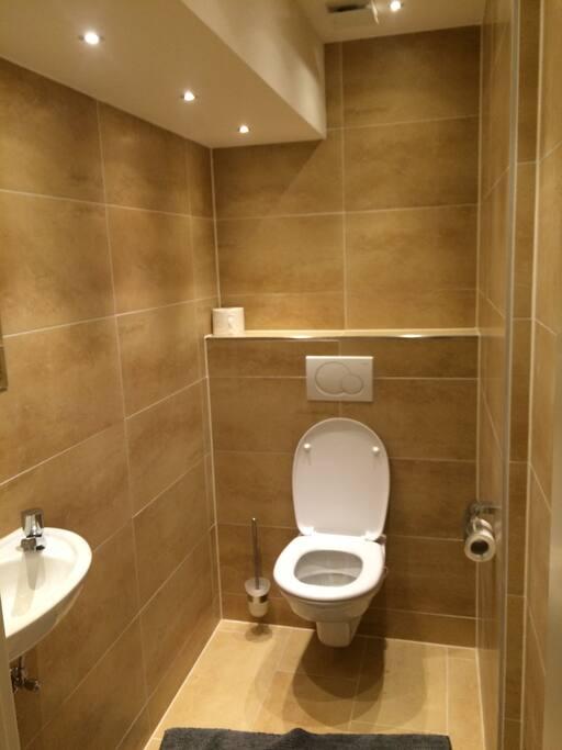 Eigenes WC + Gemeinsames Bad