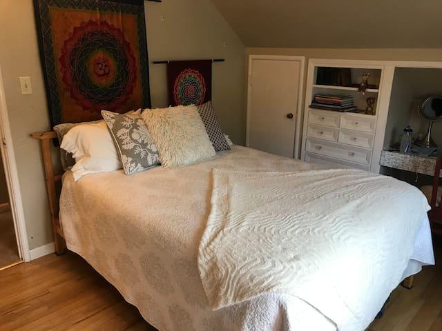 Bohemian Napa room