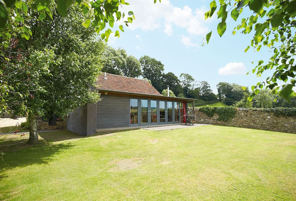 The Shippen with accommodation for 4 Guests is a self catering holiday cottage in Devon. Situated in a elevated position with views that stretch several miles along and across the Yarty River Valley