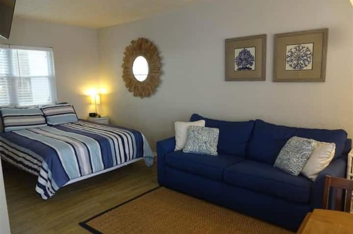 Ocean City NJ Condo 2 blocks to the beach & boards