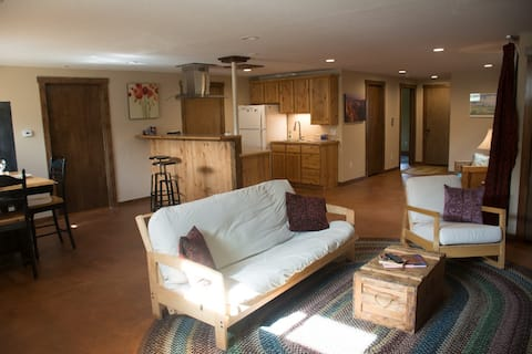2 BD in the Tetons with workspaces & reliable WIFI