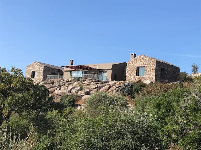 Assos ve Midilli Adası manzaralı, tasarım taş ev