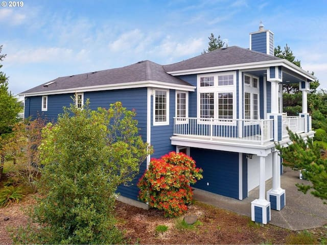 NEW Beach & Lake House 6.5 mi to Seaside & Astoria