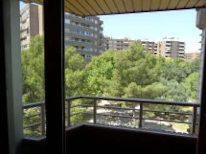 Habitación junto a parque en el centro de Zaragoza