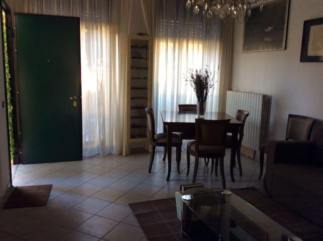 Villetta Luigi Salò - Camera Quadri - Villa di Salò