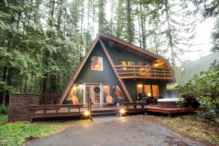 RETRO A-FRAME ⛷ CHALET ~A GEM IN THE ❤️ OF SNOWLINE