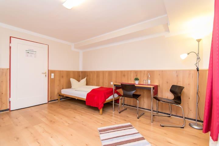 Zweibettzimmer einfache Ausstattung - Gelsenkirchen - House