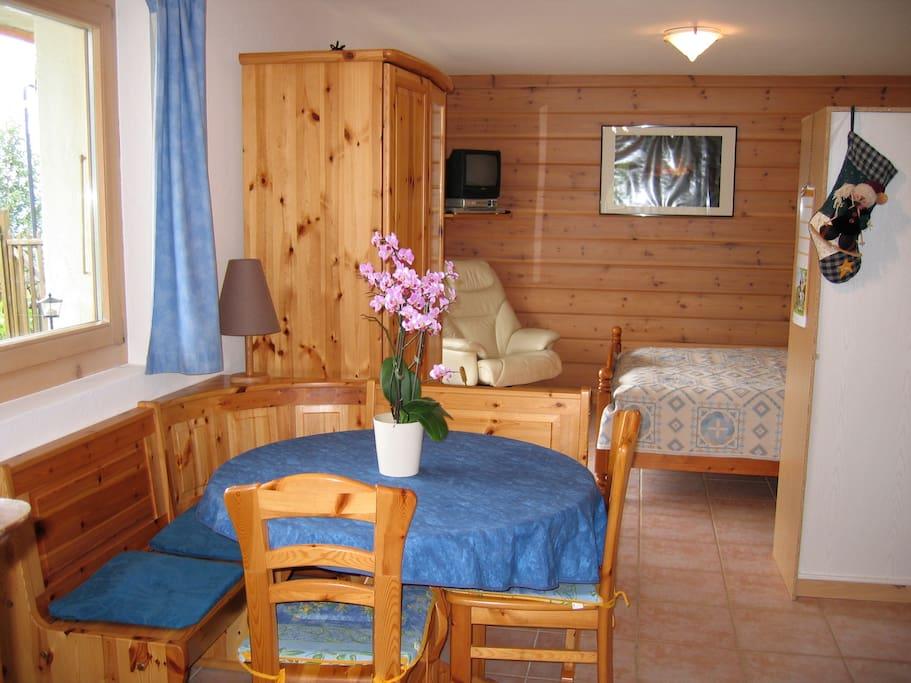Studio meubl dans chalet appartements louer gryon for Meubles jardin lausanne
