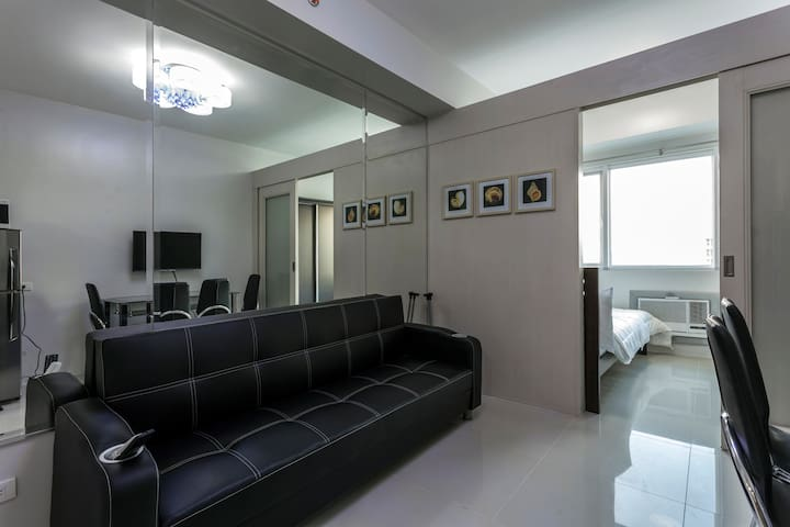 Sea Studio - directly across MOA - Pasay - Maison