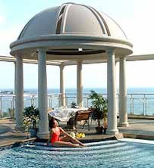 4th Floor Pool with Gazebo overlooking the Bay