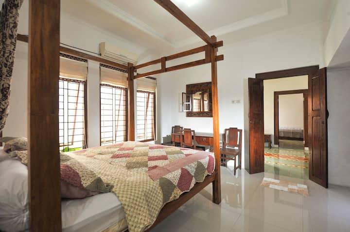 Vintage Room (1) in Limasan House @penggemarlawas