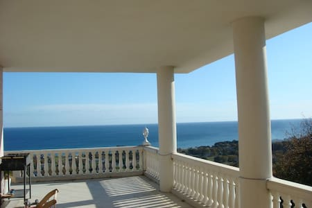 grand appartement face a la mer