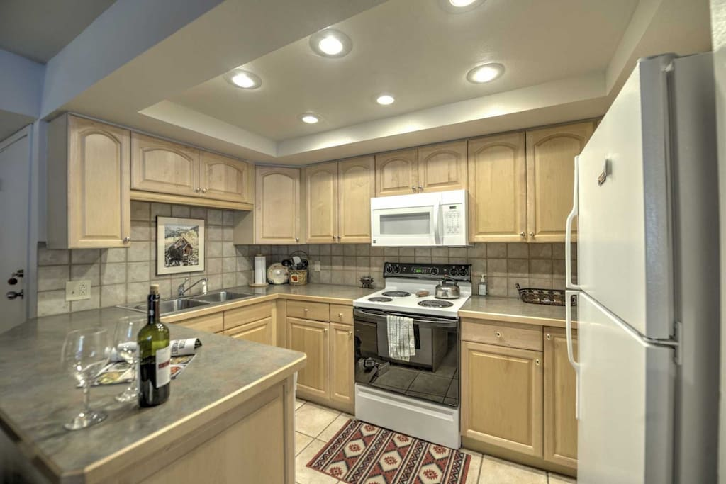 Fully Equipped Kitchen - Recently Remodeled New Appliances, Counter and Cabinets (Pictures Coming)