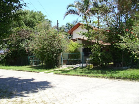 Casa familiar em meio a natureza