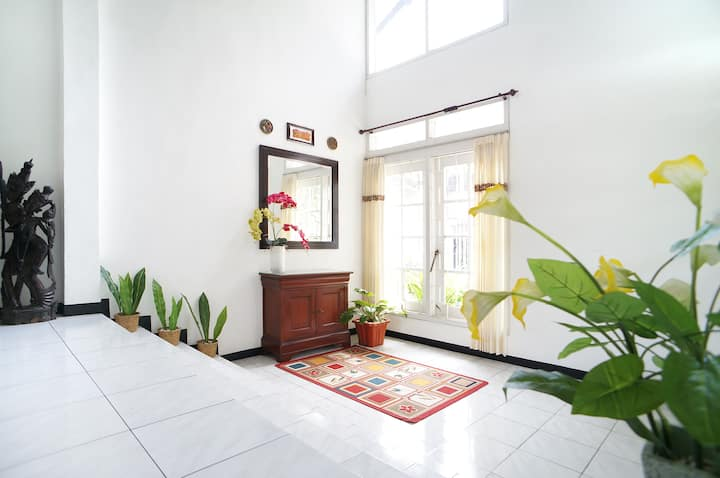 Humble House w/ Mountain View in Batu (4 bedrooms)