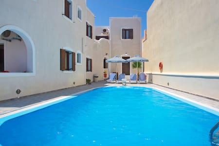 Kelenis Apartments Santorini - Karterados