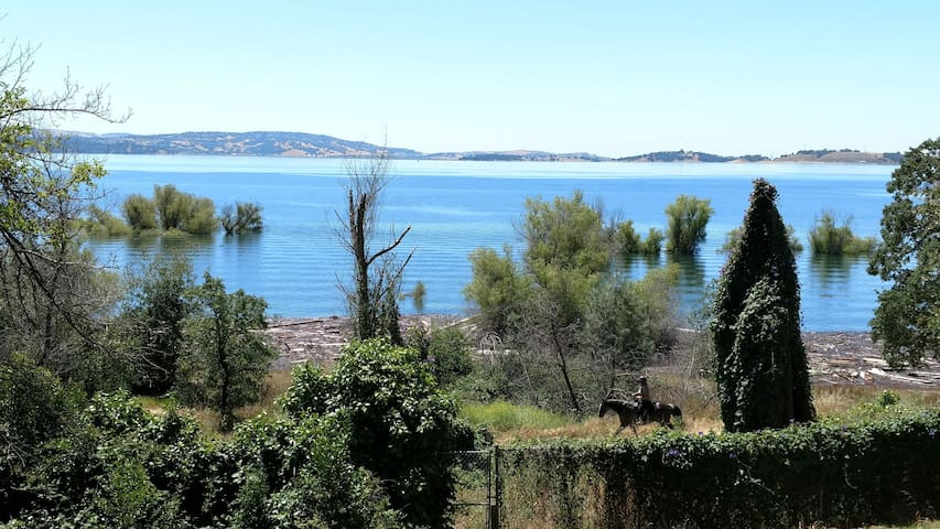 Lakefront house!  Panoramic Folsom lake views!