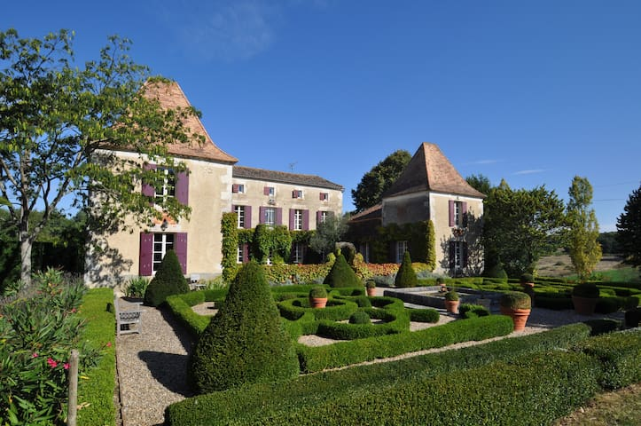 Top floor to a beautiful Manoir - Lot-et-Garonne