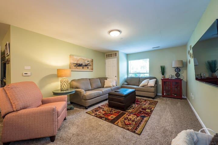 4 Bed/4 Full-Bath apartment near WPAFB and WSU - Fairborn - Leilighet