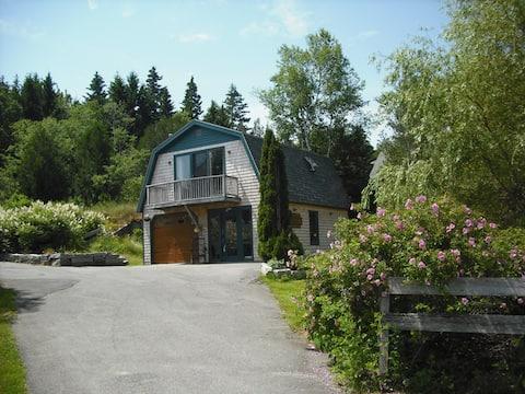 Carriage House--Stonington Village