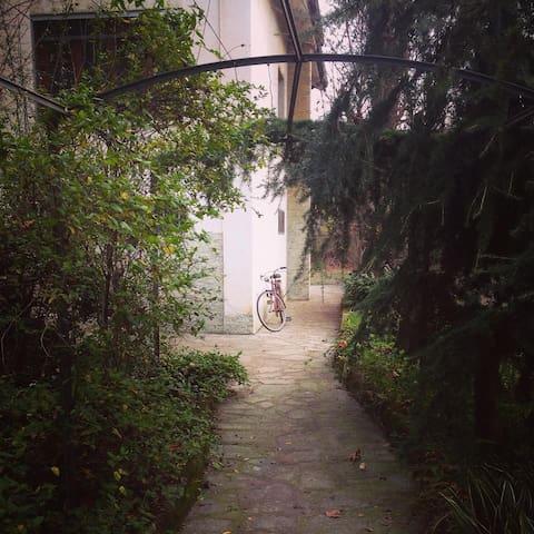 Mansarda con bagno privato in villa - Bosco Marengo - Villa