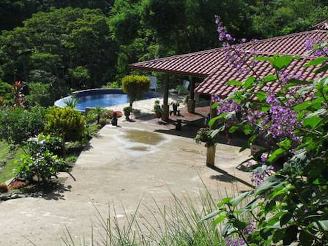 So Zone! In Cool Mts close to Beach - San Isidro de El General - Bed & Breakfast