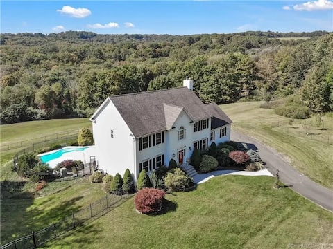 Beautiful house with pool in Connecticut!