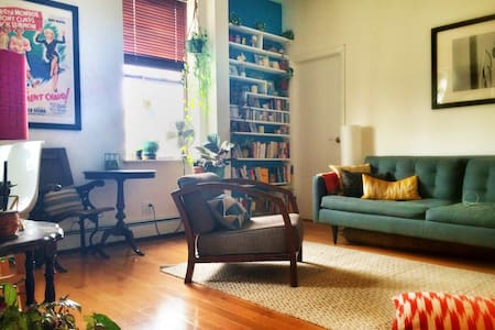 Large private bedroom in Apt share