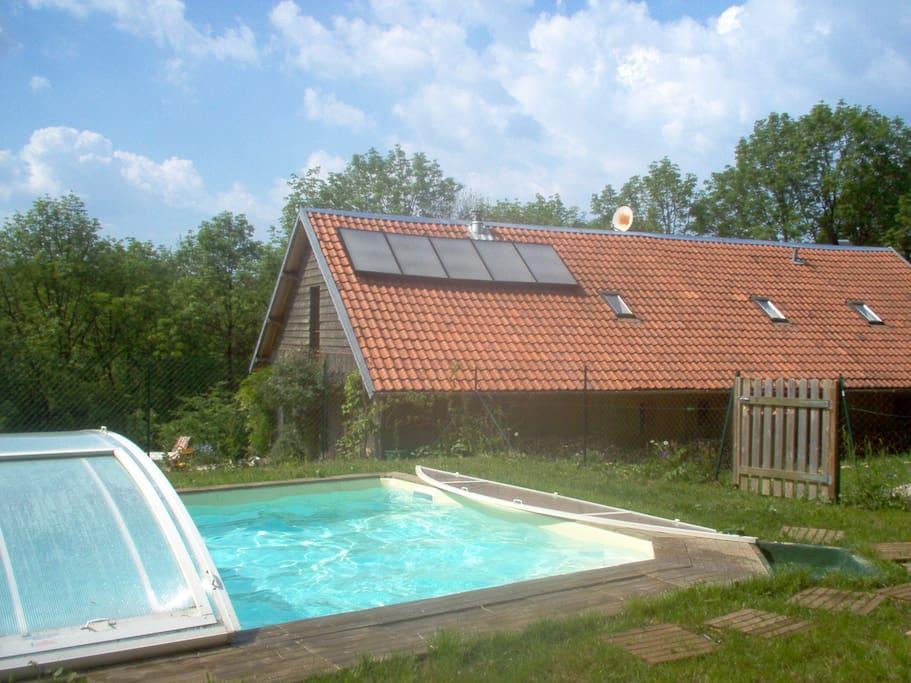 un  geand  chalet  à la  campagne  avec une  piscine  chauffée  de mai  à  Octobre
