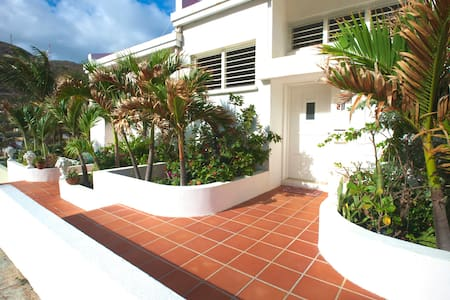 Sugar Bird Townhouse, Oceanview w/shared Pool - Sint Maarten - 连栋住宅