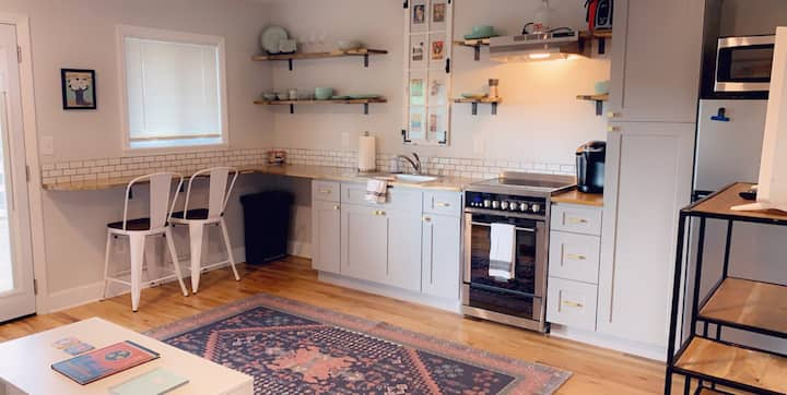 Heart of Nash Apartment w/Office & Washer/Dryer!