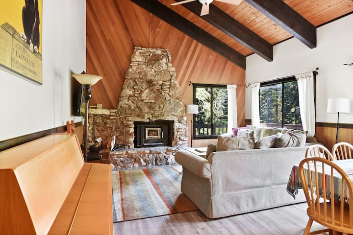 North Tahoe Dog Friendly Cabin - Remodeled