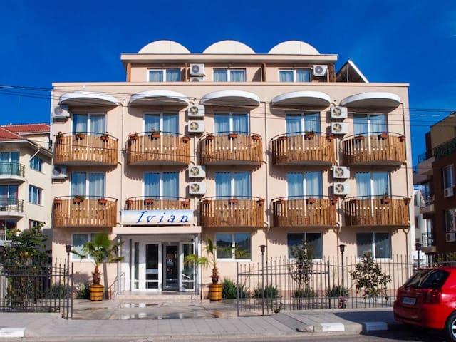 Family hotel IVIAN - Ravda - ที่พักพร้อมอาหารเช้า