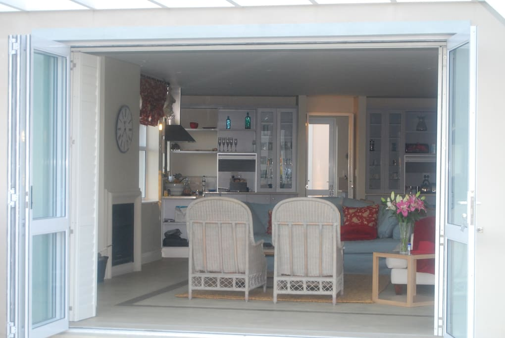 looking into the lounge and kitchen beyond.