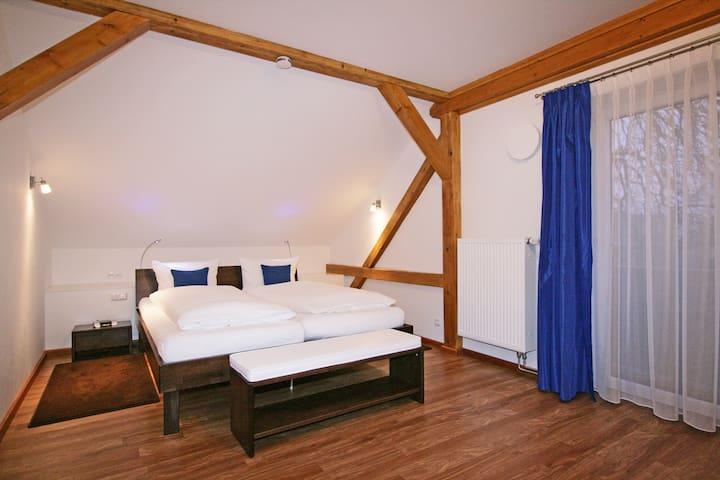 Schlafzimmer Bett 2,20m Bedroom bed 7ft 2,6inch