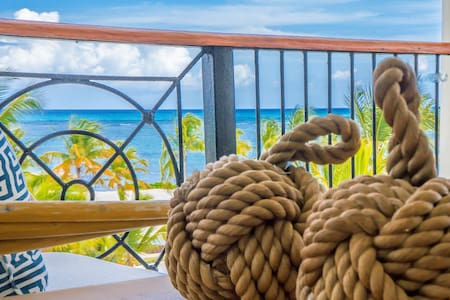 Breathless Beauty, OceanFront, Penthouse, 2BR
