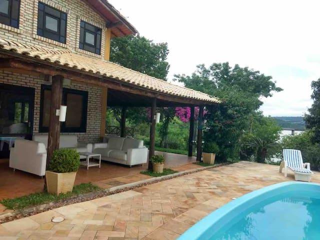 Casa de campo, com piscina, frente ao Rio Uruguai.
