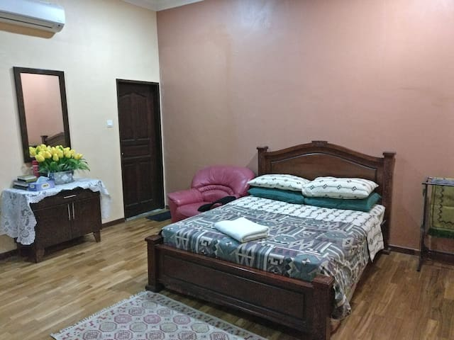 Hanee's Room-Near KLIA-28min train to Kuala Lumpur