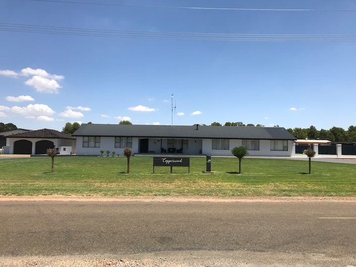 Whole house stay for the Parkes Elvis Festival
