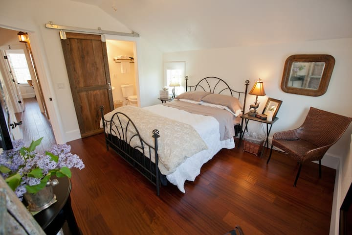 Cozy B&B Room #1