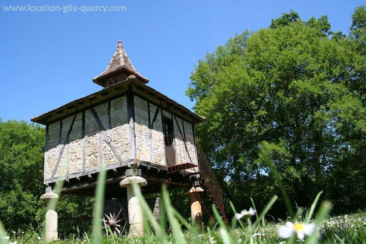 Le pigeonnier Mas d'Aspech gite insolite Quercy