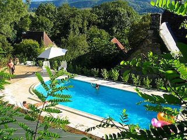 Belle maison de caractère, piscine chauffée 7pers. - Nonards - Haus